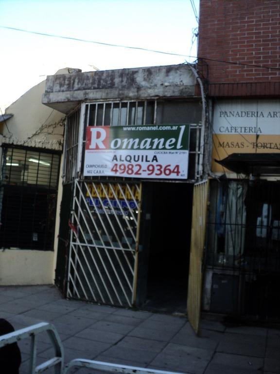 Campichuelo y Avellaneda ante esquina  local c/vidriera,sin expensas Ideal servicios $9000.-
