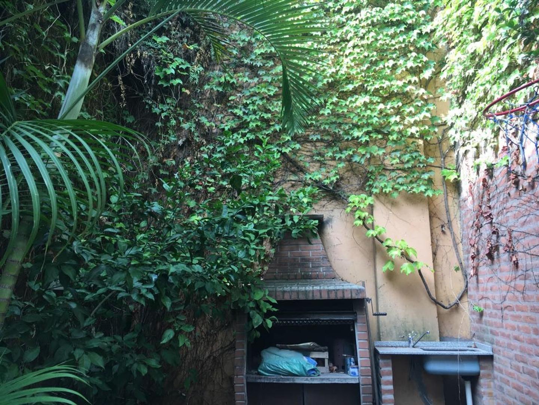Vendo departamento tipo casa, 3 ambientes, jardín, cochera, patio y baulera. - Foto 18