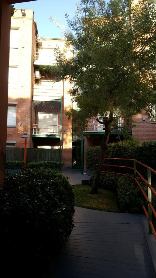 Vendo departamento tipo casa, 3 ambientes, jardín, cochera, patio y baulera. - Foto 22