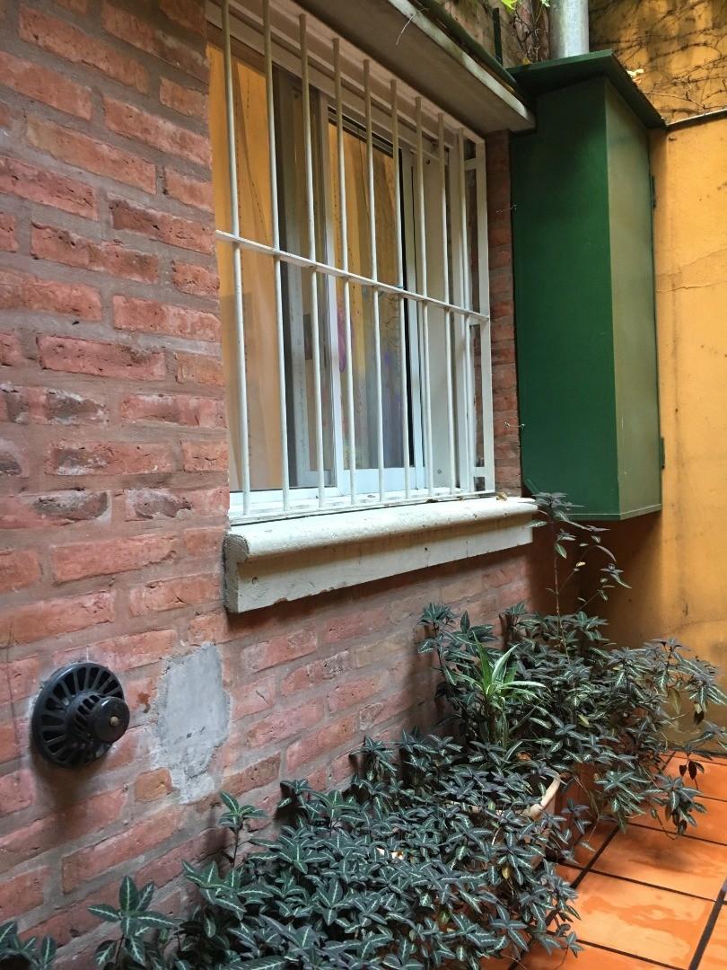 Vendo departamento tipo casa, 3 ambientes, jardín, cochera, patio y baulera. - Foto 16