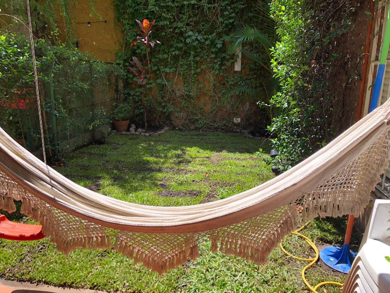 Vendo departamento tipo casa, 3 ambientes, jardín, cochera, patio y baulera. - Foto 20