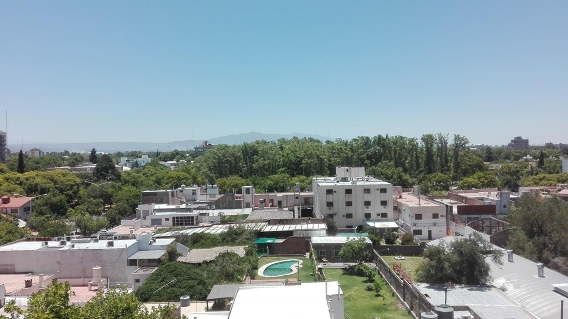 San Juan Capital Vendo Departamento de 3 dormitorios a 3 cuadras de Plaza 25 de Mayo
