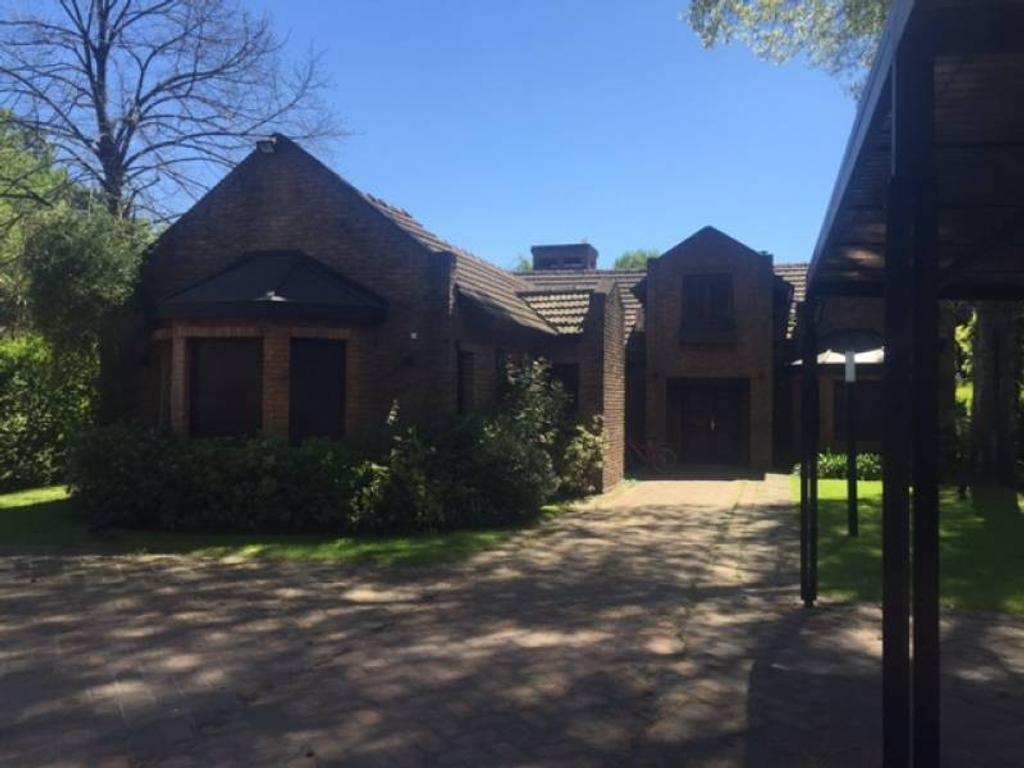 Casa en venta en Highland Park CC. Excelente ubicación.-