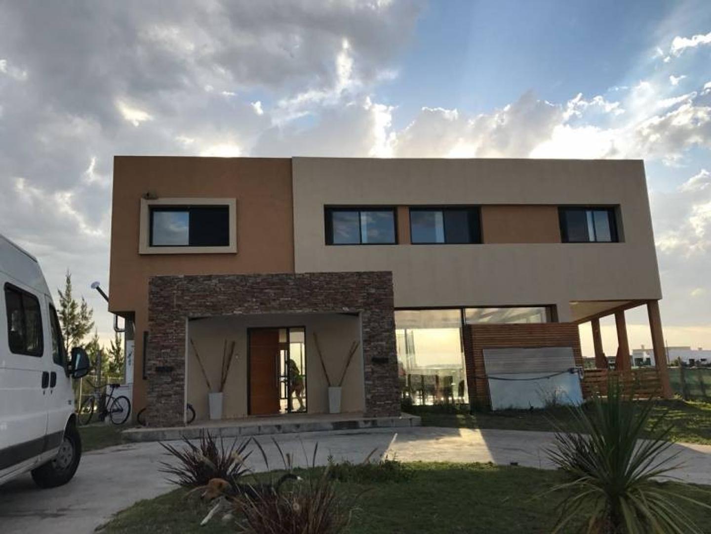 Casa en dos plantas en San Rafael