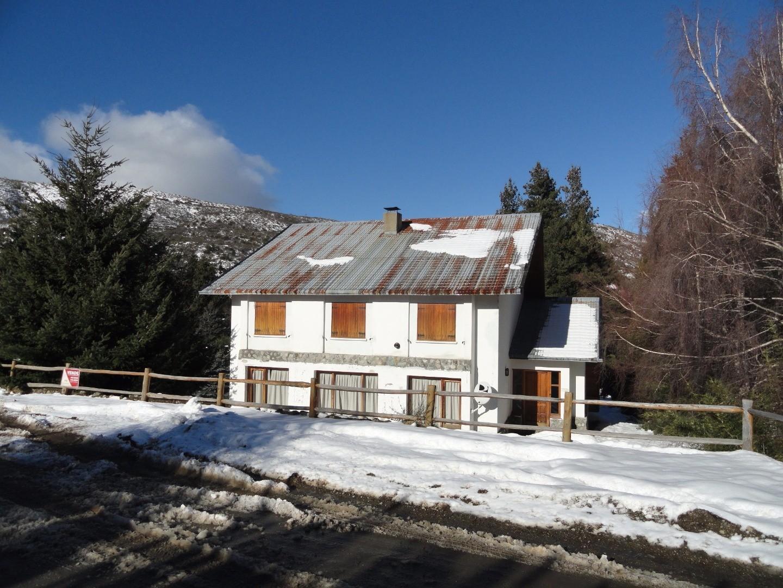 Casa 5 dormitorios Villa Cerro Catedral muy buena ubicacon