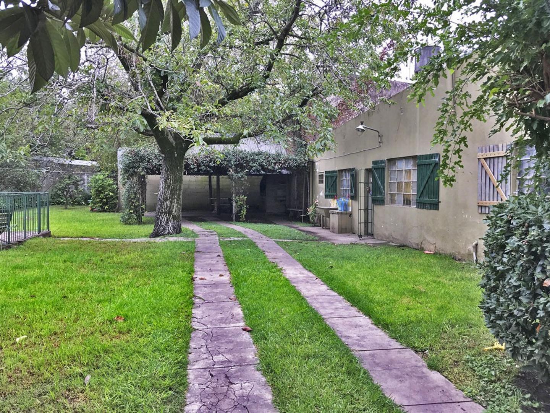Casa en Venta, zona Centro Del Viso, excelente ubicación, cercana a varios medios de trasporte.