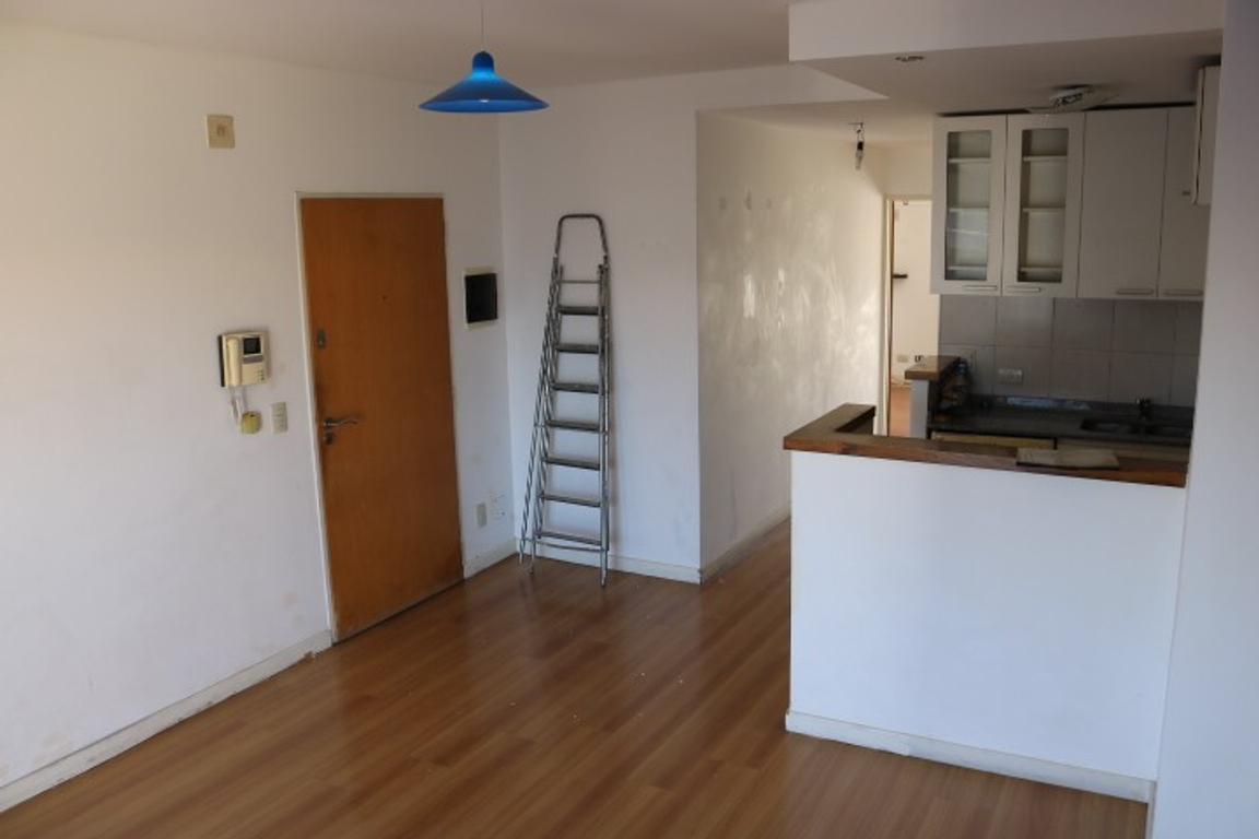 Avellaneda 868 - 2 ambientes con balcón