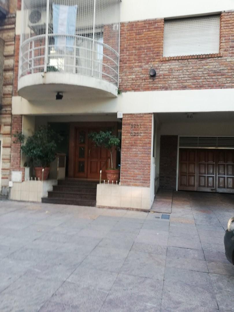 1 Ambiente contrafrente con balcón