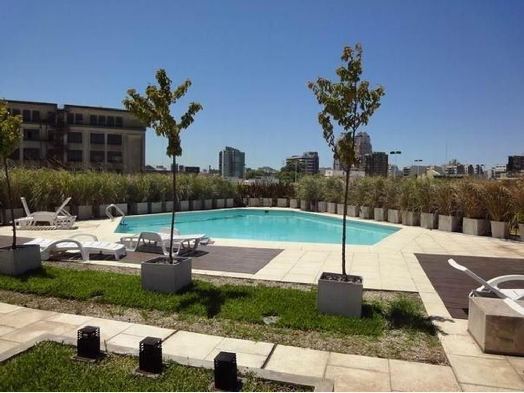 Muy lindo loft de 82m2 en el complejo Barracas Central, cochera, piscina. CON RENTA
