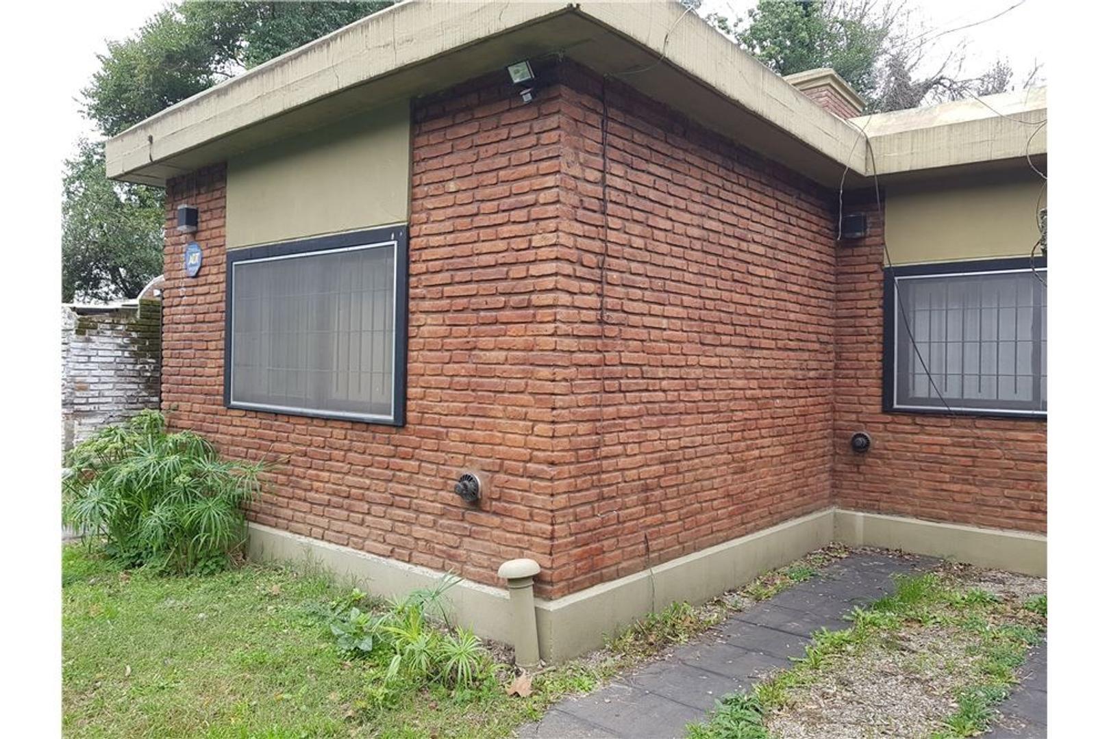 Casa en Alquiler - 4 ambientes - $ 8.000