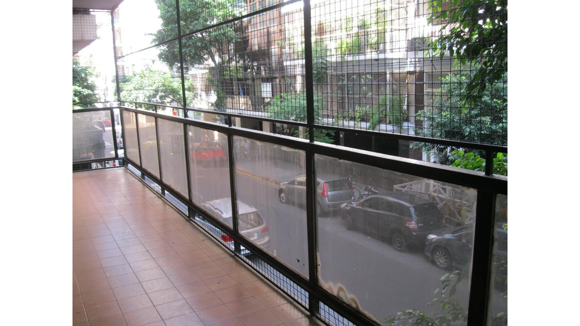 Venta Departamento 4 ambientes con balcón corrido y cochera en Barrio Norte