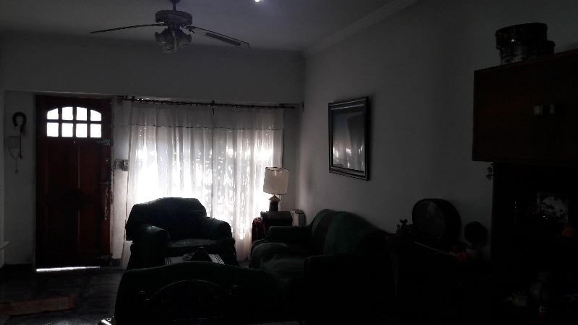 CASA PARA DOS FAMILIAS EN DOS PLANTAS - APTO CRÉDITO - EN VILLA SARMIENTO - MORON
