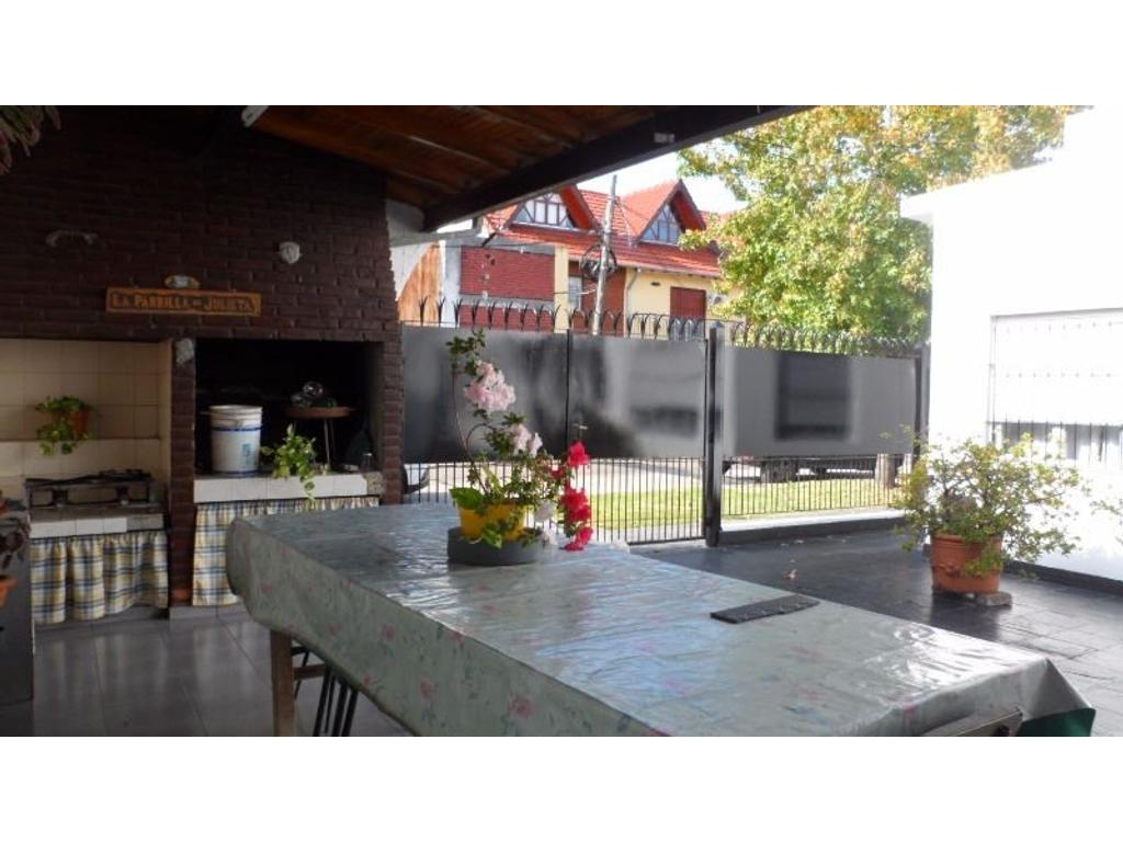 RESERVADO  Casa 4 Ambientes Amplios En Una Planta Quincho  Garage Próximo  Villa Adelina 20X10mts