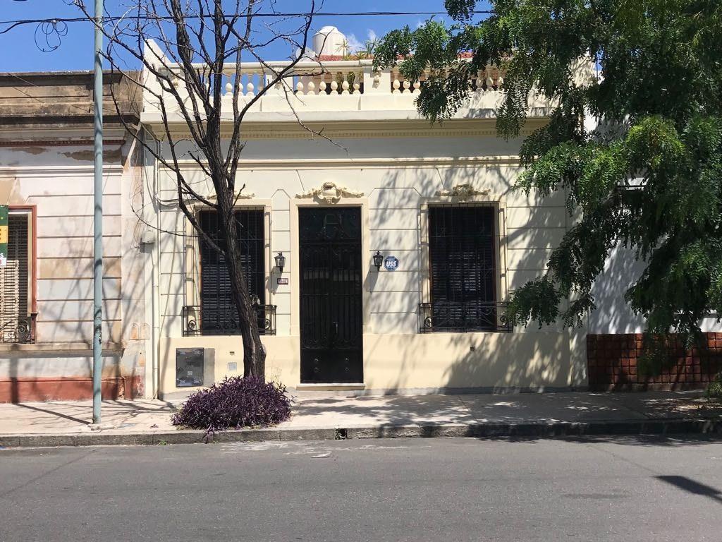 CASA CON TERRENO PROPIO EXCELENTE CATEGORÍA ZONA RESIDENCIAL TOTALMENTE RECICLADO TODO A NUEVO