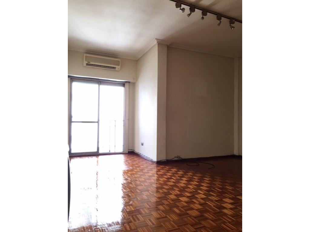 Depto. de 2 ambientes contrafrente - Rivadavia y Moreno, Quilmes Centro