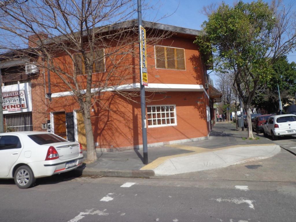 Semipiso 3 ambientes al frente en Parque Chacabuco.
