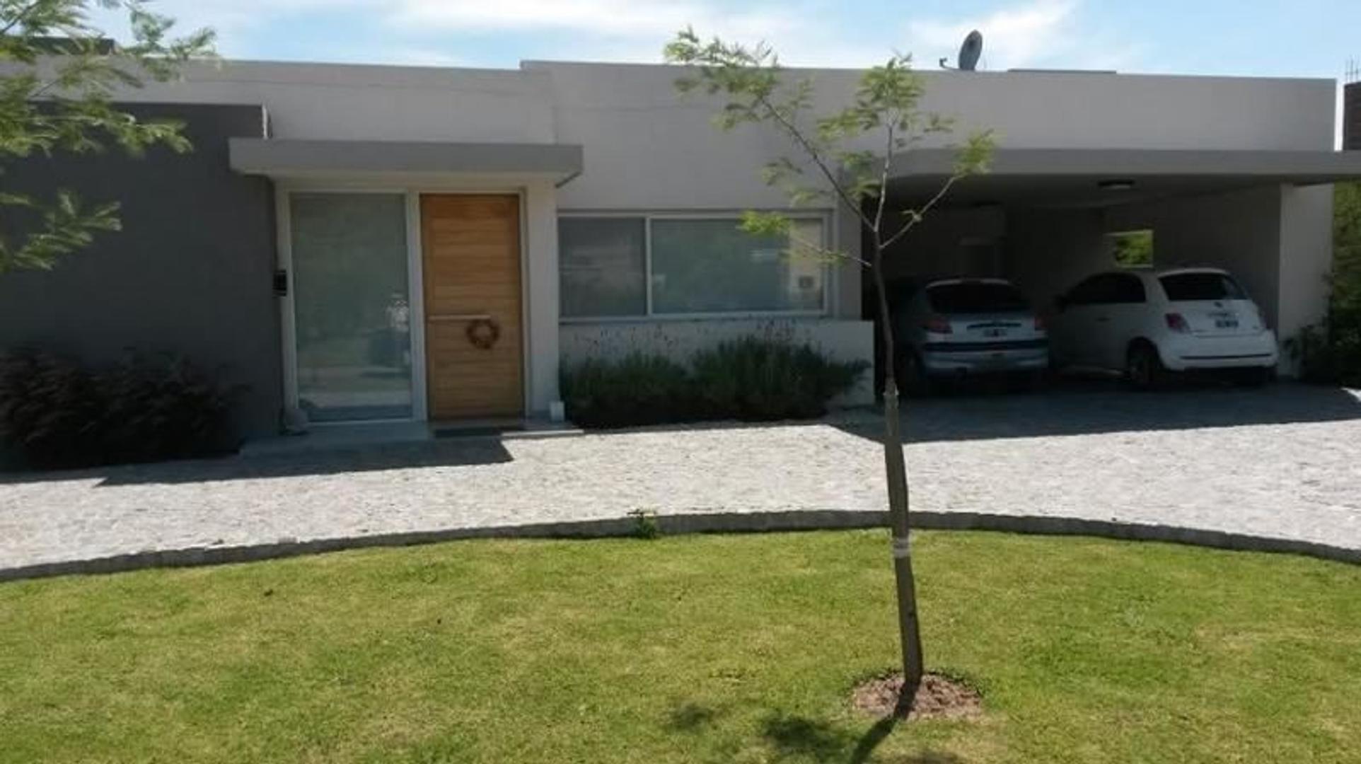 """Casa en """"La Candida"""" Ruta 2 km 46"""