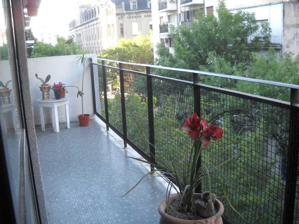 Excte. Dpto. 3 ambientes mas dependencia con balcon. Palermo. Plaza Guemes