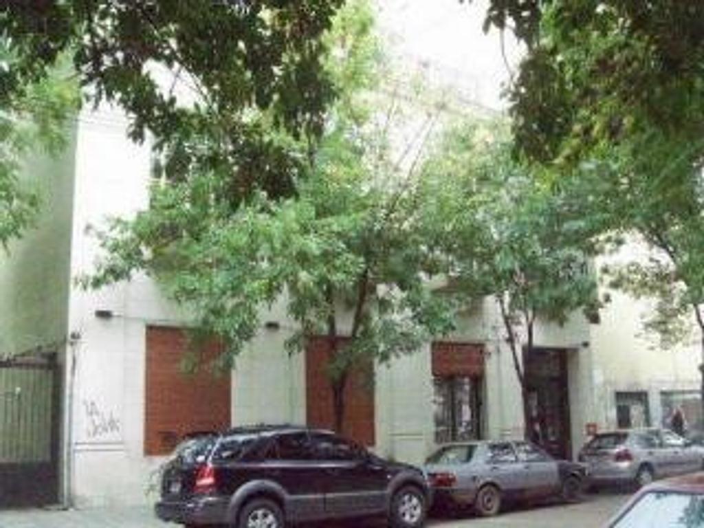 Excelente Loft de 75 m² totales  en 2 plantas, con patio. Amplio. Luminoso. Apto Profesional