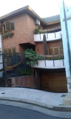 Chalet en Flores, alquiler, Primera categoría, 5 ambientes, 3 cocheras, apto para discapacitados. $3