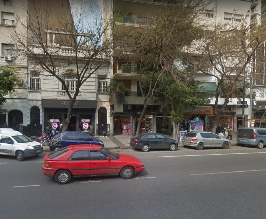 Venta 2/3 amb c/frte a pasos del Shopping Caballito- Impecable y muy luminoso