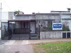Casa tipo Ph de 3 amb. en venta en Villa Ballester!!