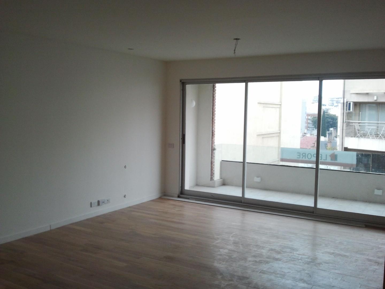 Excelentes pisos de 4 ambientes y 107 mts.2 en Inmejorable ubicación a mts. de Pedro Goyena.