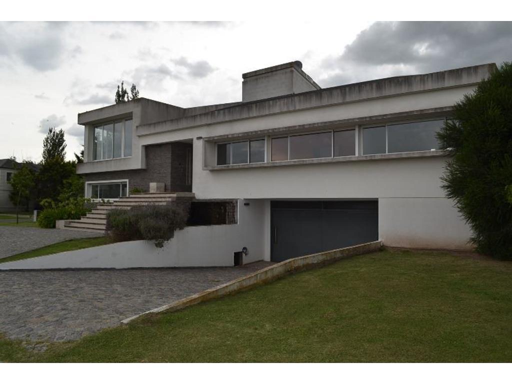 San Eliseo Golf & Country. Excelente casa frente al golf. 7 amb. 350m2 const s/ lote de 1005m2
