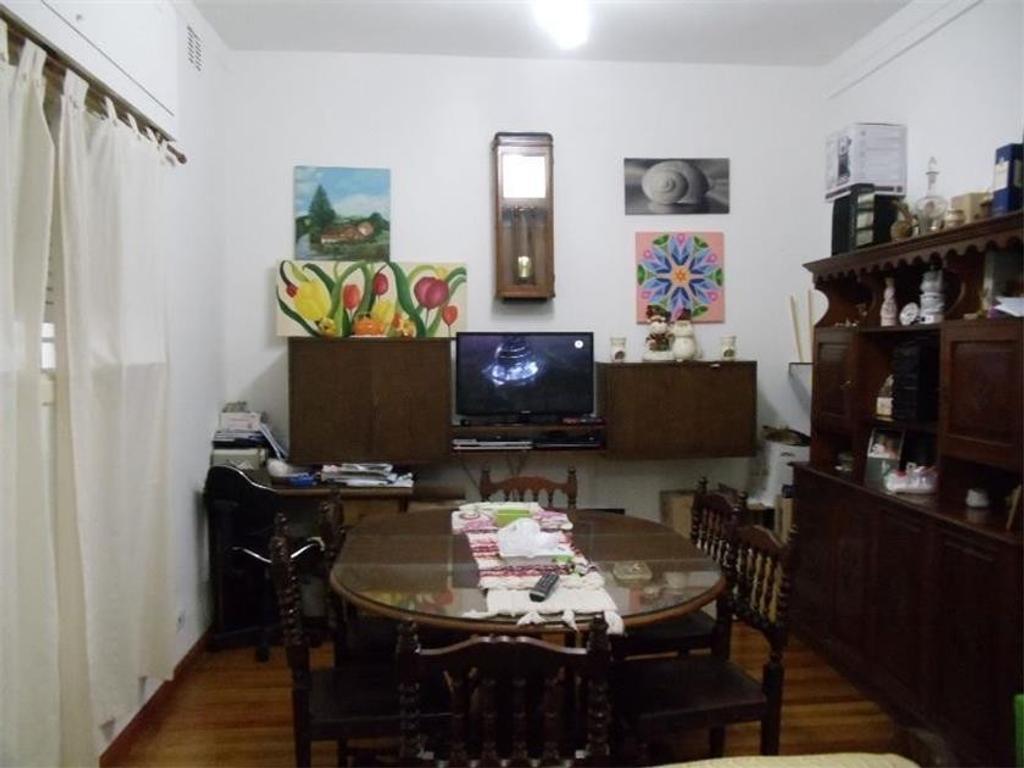 PH AL FRENTE EN PLENA ZONA CENTRICA Y COMERCIAL. UBICADO A 50MTS DE CUENCA. USO COMERCIAL.