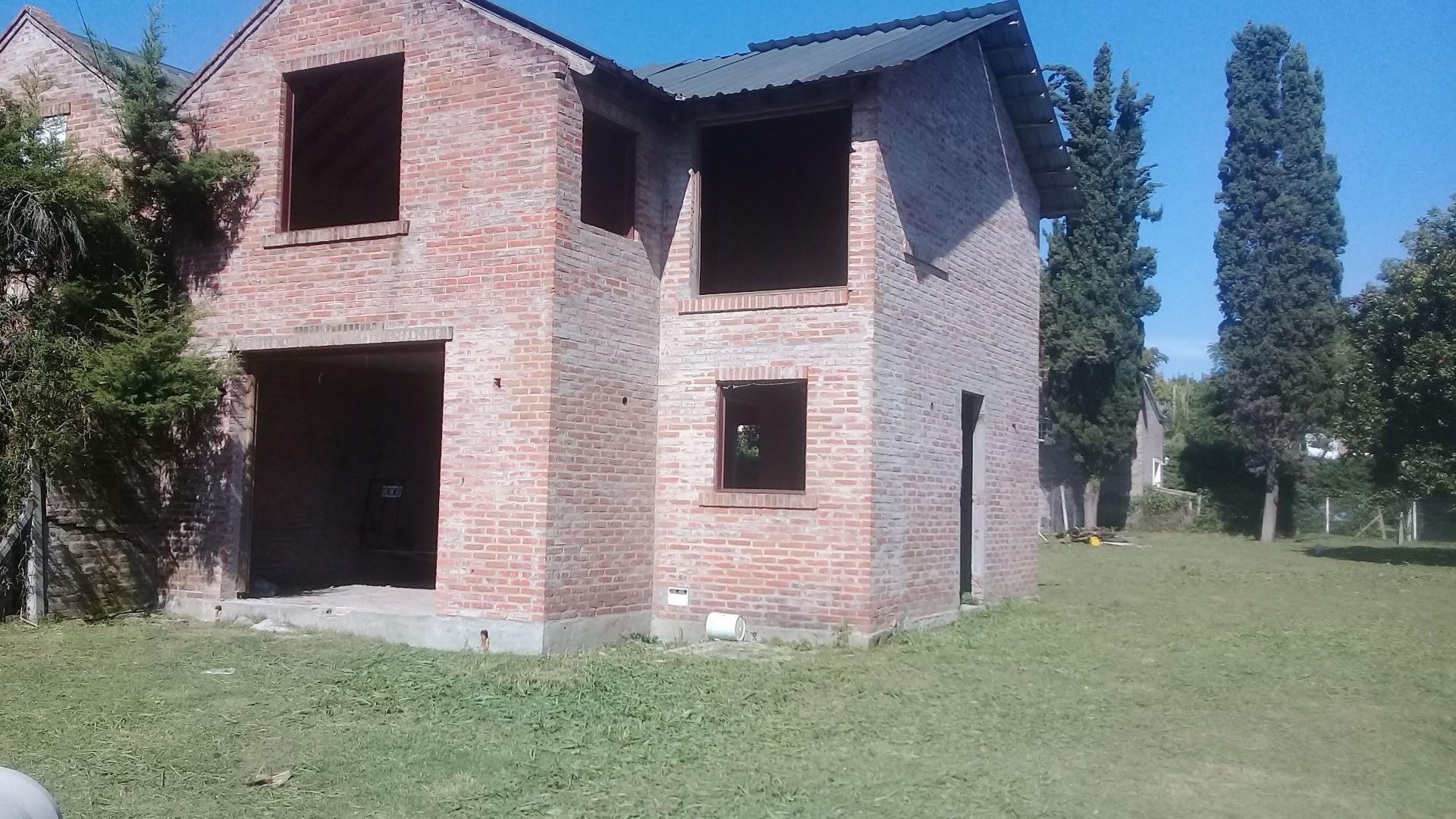 Casa en Venta en Agustoni - 6 ambientes