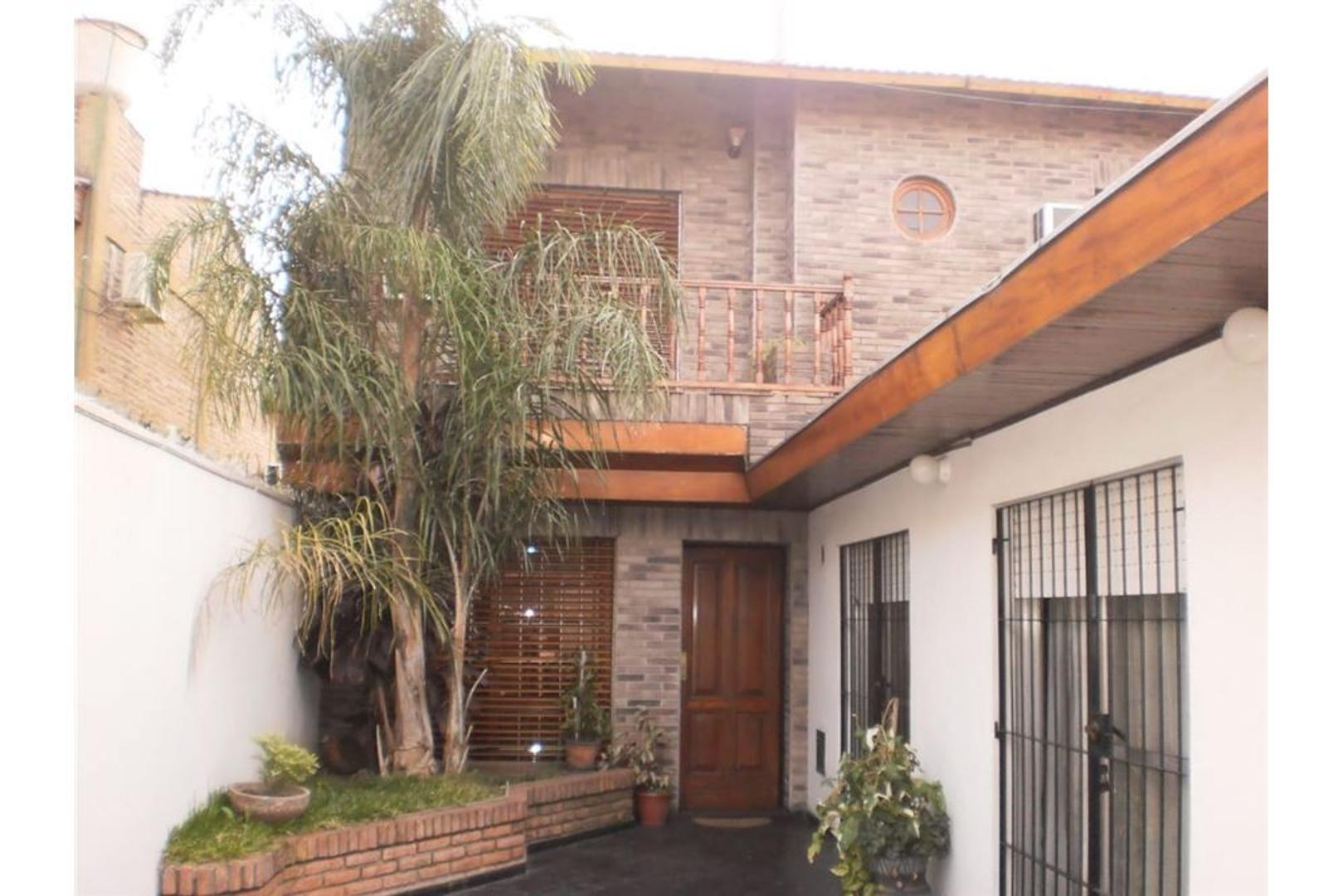 Casa de 4 amb con garage y jardin en san Justo