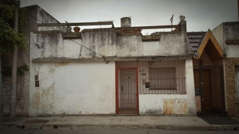 VENTA Casa en PH al frente a refaccionar
