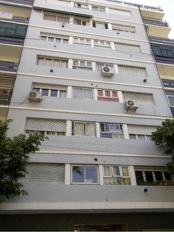Hermoso departamento de 4 ambientes al frente con balcón ubicado a metros de la Av. Rivadavia.