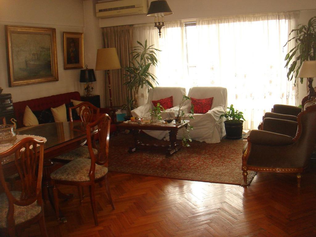 Amplio departamento de 4 ambientes con 2 cocheras