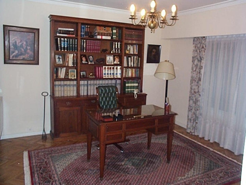Casa - 254 m² | 3 dormitorios | 1998 años