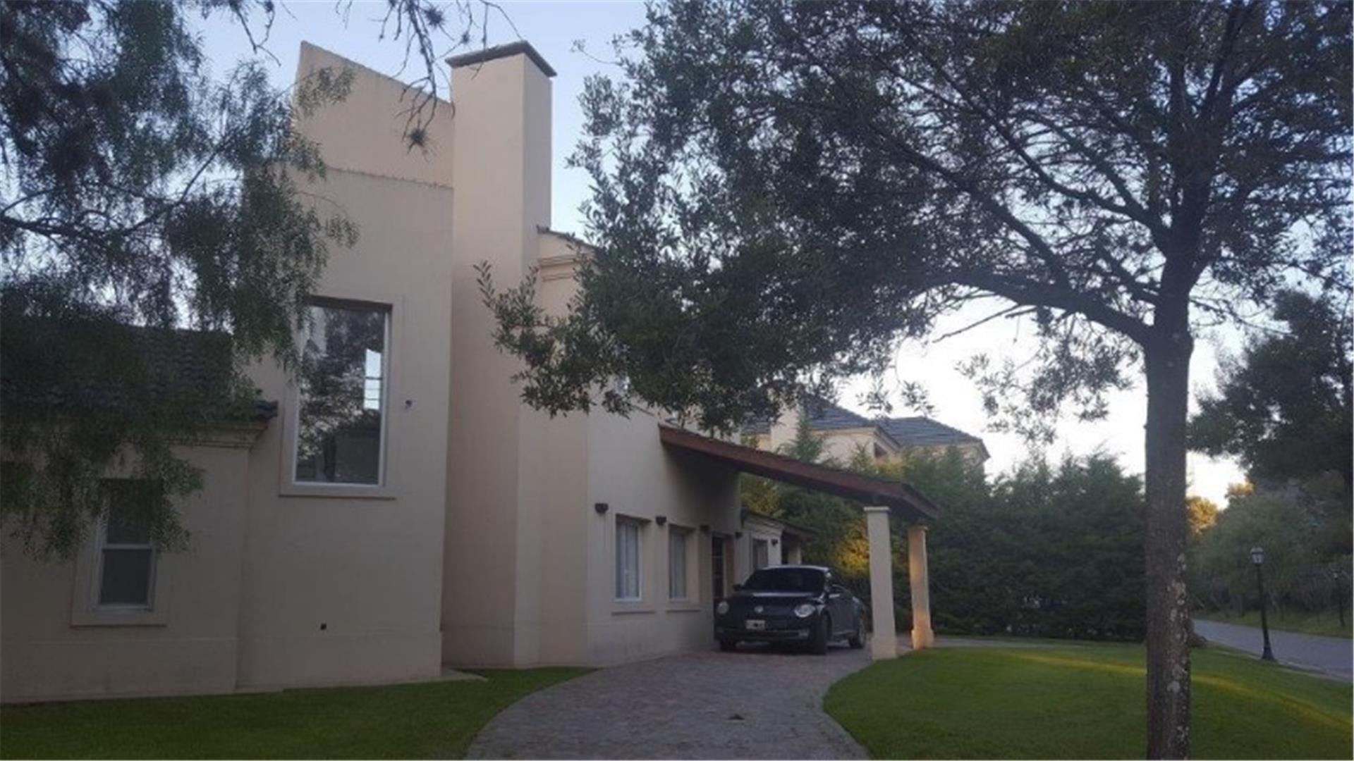 Se vende casa en Septiembre Country Club