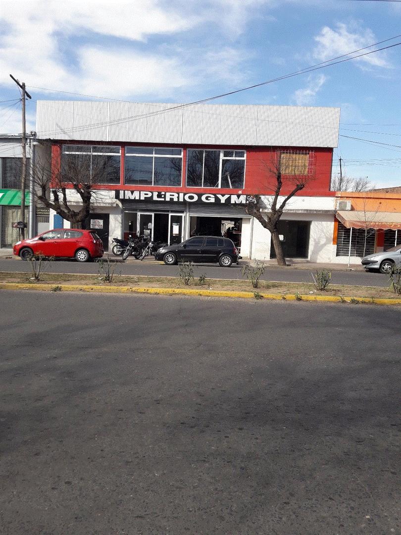 EXCELENTE LOCAL COMERCIAL SOBRE AVENIDA 25 DE MAYO ZONA CENTRO