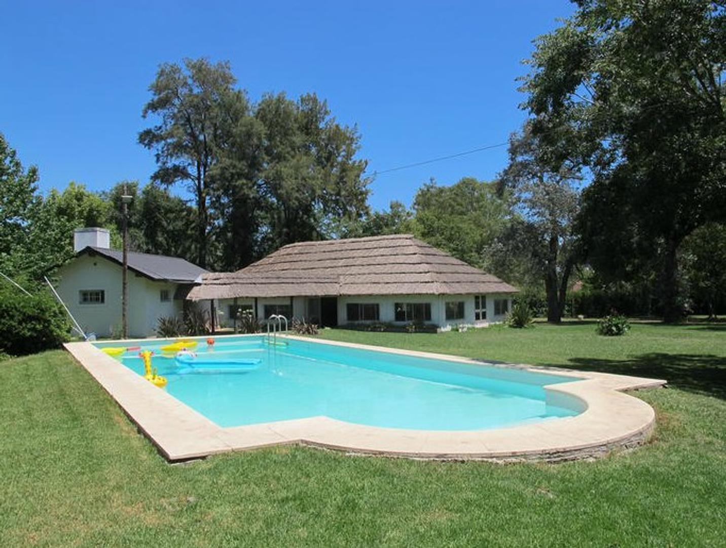 Pilar ( ZELAYA.-) casa de 220 Mts cubiertos sobre lote de 7.200 Mts U$S 198.000