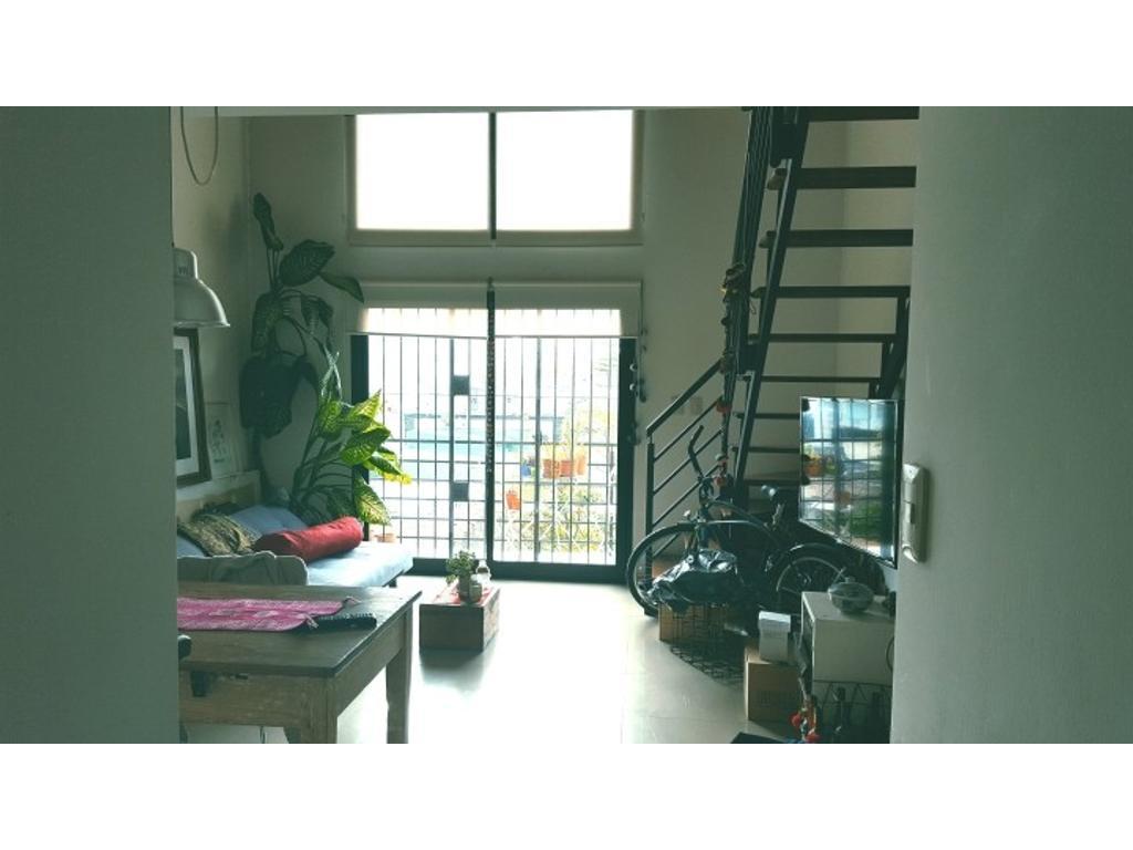 Departamento de 2 pisos tipo loft en excelente zona de Wilde, 2º piso por escalera.