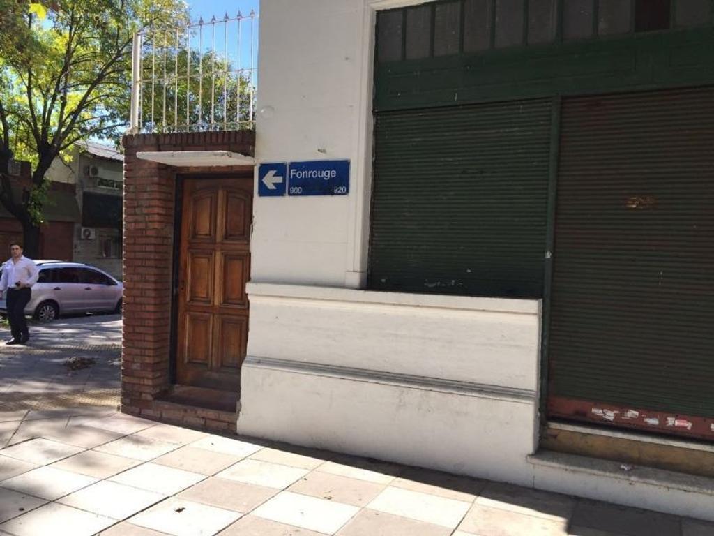FONROUGE 900 - 5 AMB - CASA EN ESQUINA, EN BUEN ESTADO, FINANCIO!!