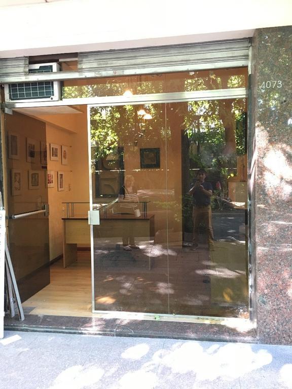 Local frente a la Estación Luis M. Saavedra. Excelente estado ! ideal consultorio u oficina.