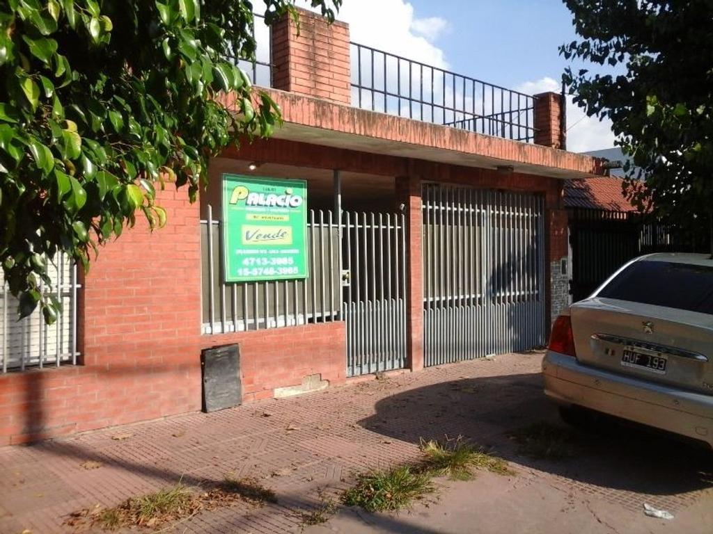 CASA DE 3 AMB CON COCHERA, PATIO CON PARRILLA Y QUINCHO, DEPÓSITO.