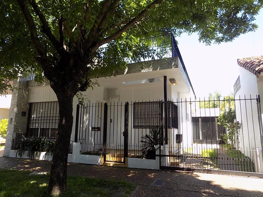 Exc. Casa americana en parque ayerza, 3 ambientes, apta credito.