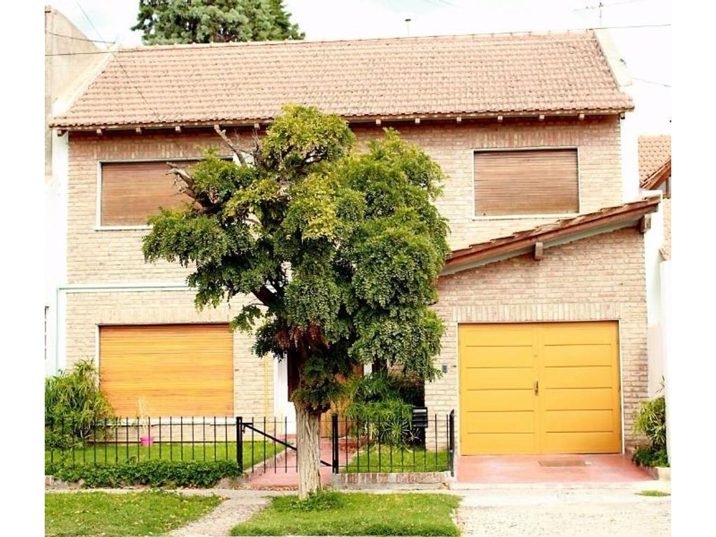 Esplendida propiedad en 2 plantas s/terreno 300m2 S/Cubierta 390m2 aprox TODO LUZ y SOLc/gran parque