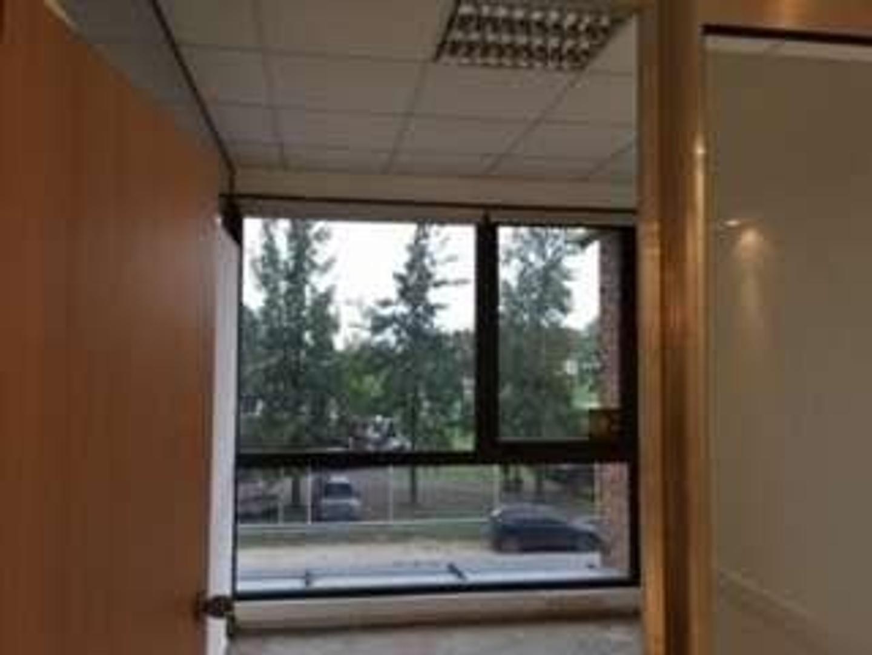 EXCELENTE UBICACIÓN EN OFFICE PARK, OFICINA EN VENTA CON FINANCIACIÓN!!