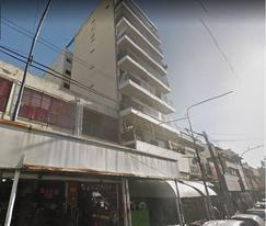 3 ambientes al frente con balcon