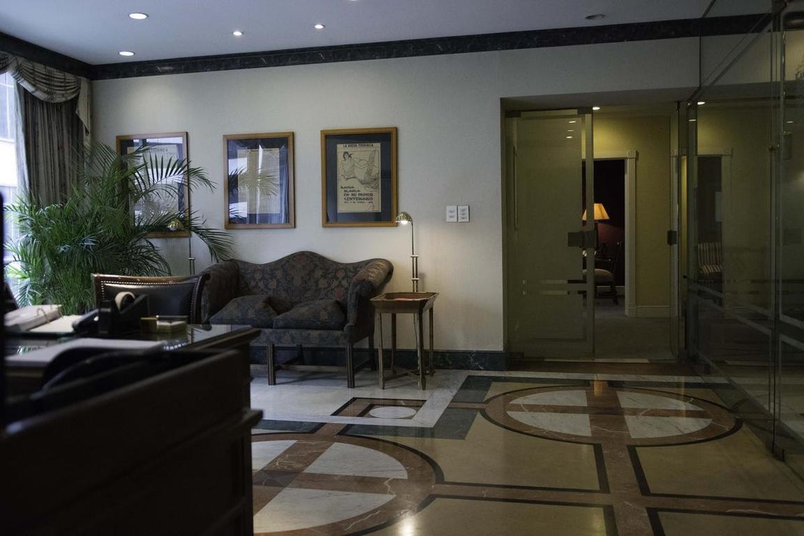 Oficina impecable c/exquisita deco  -Suipacha 1111 - 4 Piso   571 mts -   jardin 298 mts  -TORRE BRU