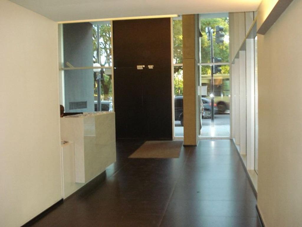Monoambiente a estrenar con balcón, cochera, amenities y vigilancia.