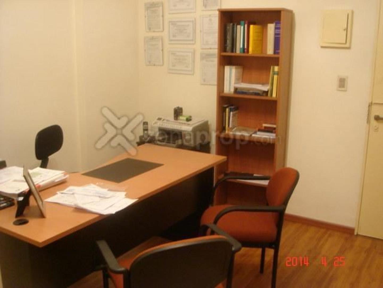 Excelente Oficina dividida en dos areas ! Alsina y Solis