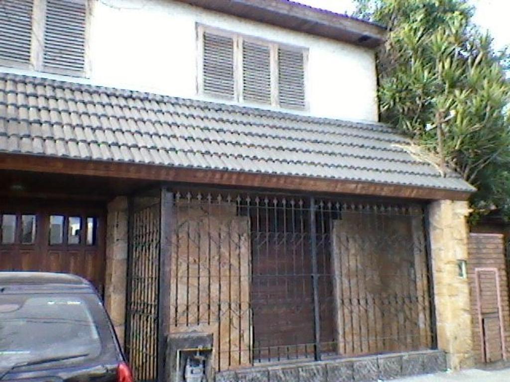 Casa en Villa Luzuriaga, La Matanza, Buenos Aires USD 240000 - República de Chile 38 (Código: 486-27